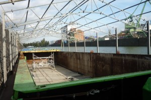 Schubleichter mit Dachkonstruktion